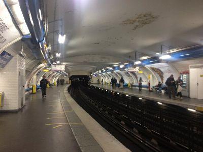 Tipična pariška stanica metroa