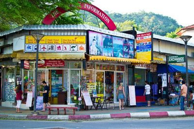 Uglavnom beskorisni turistički uredi u Ao Nangu