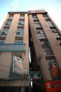 Katmandu: Lijeva zgrada spasila je desnu od kolapsa