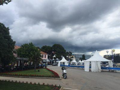 Prijeteći crni oblaci koji su donijeli potop u petak
