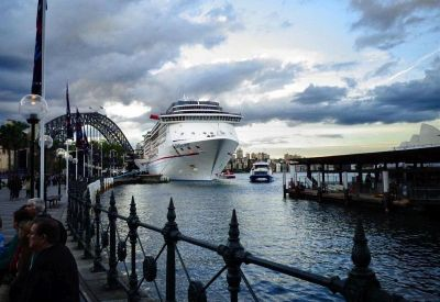 Darling Harbour s mostom u pozadini