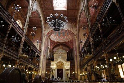 Impresivni interijer Velike sinagoge