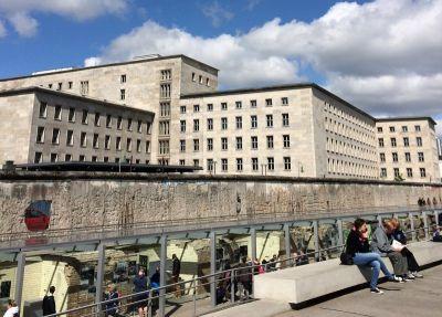 Izložba Topografija terora, a iza zgrada nekadašnjeg nacističkog ministarstva zrakoplovstva