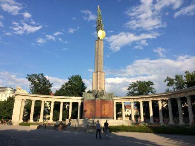 Spomenik Crvenoj armiji i dalje stoji