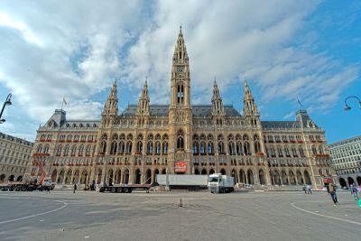 Golema zgrada Rathausa jutro nakon festivala
