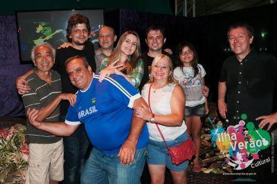 S obožavateljima nakon koncerta u Ilha Compridi
