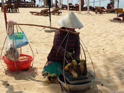 Kukuruz se nudi posvuda na plaži