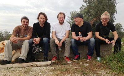 Andrej Korovljev (u sredini) s članovima ekipe, Fricom i Pticom