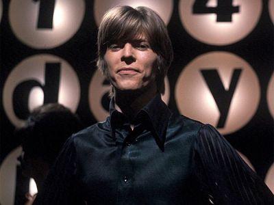 Bowie je karijeru započeo kao mod