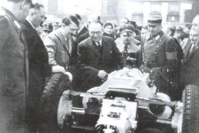 Hitler s Ledwinkom u tvornici
