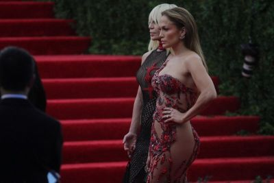 J Lo s najjačim adutom, plus Donatella Versace