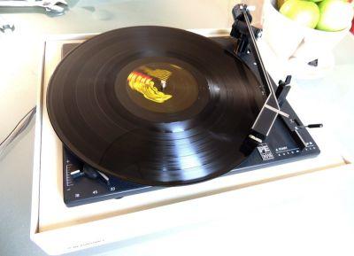 Gramofon s novom zvučnicom svira sjajno