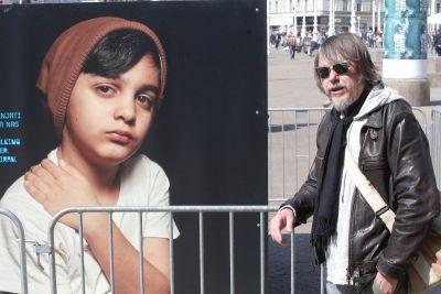 Stanko Herceg pored fotografije Iranca Mehdija