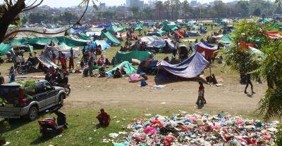 Čitav se život već danima odvija pod šatorima